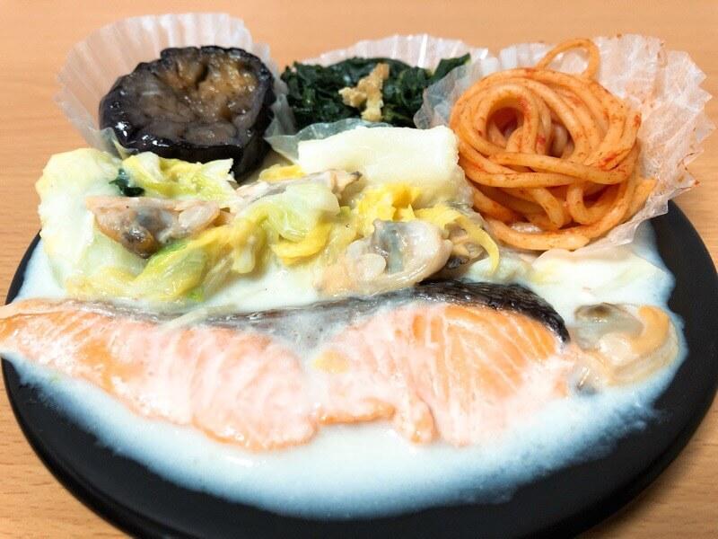 noshナッシュの鮭とあさりのクリーム煮のお弁当